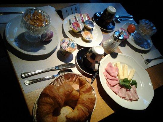 Hotel Raetia: een groot ontbijt voor twee personen. Prima!