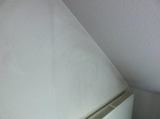 Hotel Domspitzen:                   Rauchspuren an der Wand