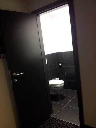Ramada Brussels Woluwe:                   WC - separated from the bathroom