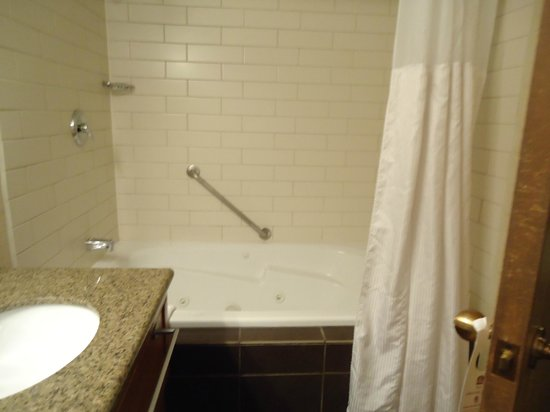 BEST WESTERN PLUS Siding 29 Lodge:                   Jacuzzi bathtub