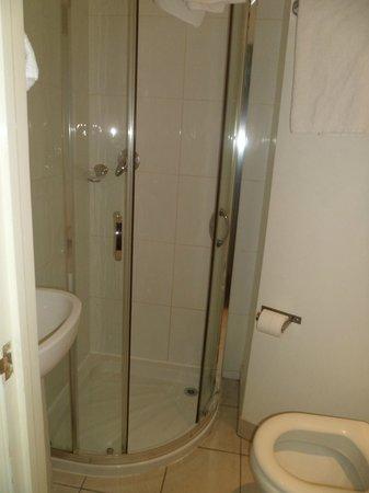 Arriva Hotel: La douche