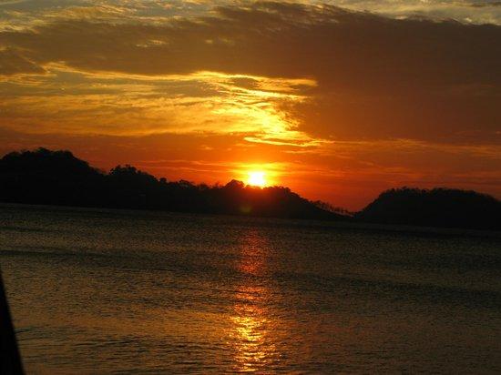 Bahia del Sol Beach Front Hotel & Suites: zonsondergang