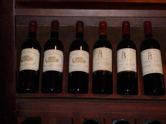 ราฟเฟิล แกรนด์ โฮเทล ดังกอร์:                   The wine cellar 2