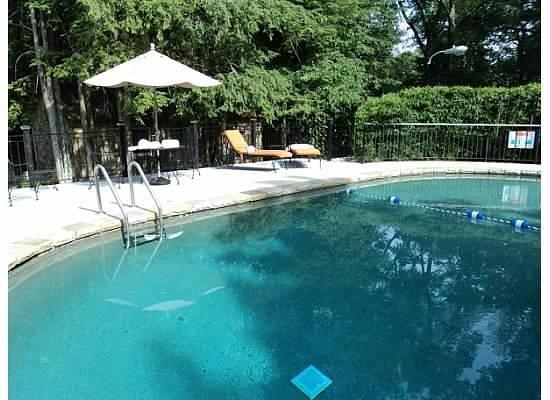 Chanticleer Inn Bed and Breakfast:                   Pool