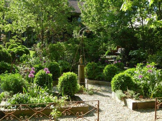 Draussen vor der t r photo de ambiance jardin for Ambiance jardin diebolsheim