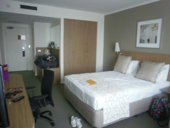 Mercure Sydney Parramatta:                                     Room