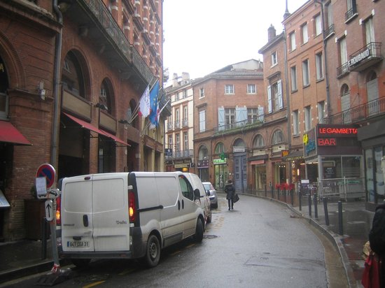 Crowne Plaza Toulouse: façade et rue