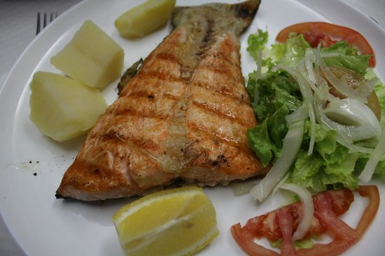 Churrasqueira o cofre:                   Grilled salmon