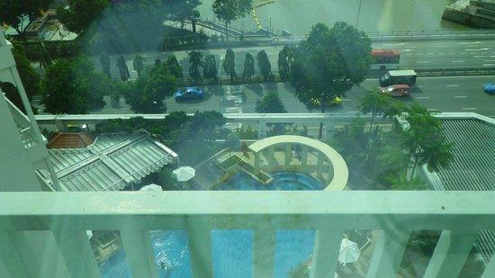 Park Hotel Clarke Quay: roomview swimmingpool