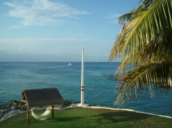 Presidente Inter-Continental Cozumel Resort & Spa :                   Endless view and  in the afternoons you can see Cancun from room 3218.