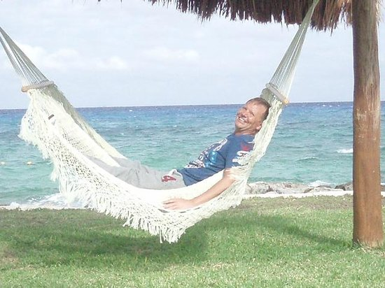Presidente Inter-Continental Cozumel Resort & Spa:                   Relaxing by the ocean