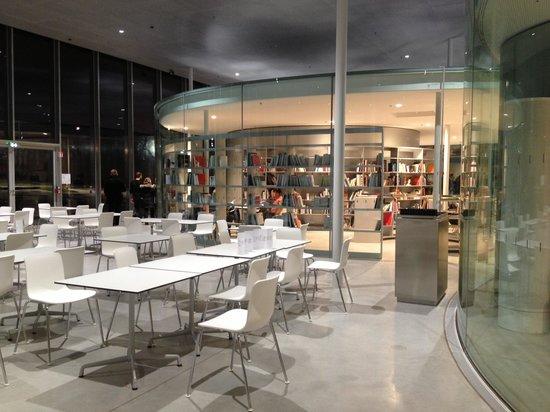Louvre-Lens: centre ressources et cafétéria