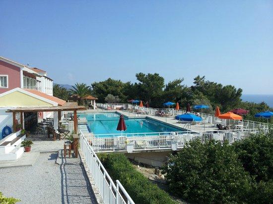 Mykali Hotel: Poolområdet