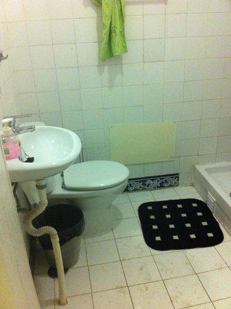 Oasis Hostel:                                     Lavabo mínimo