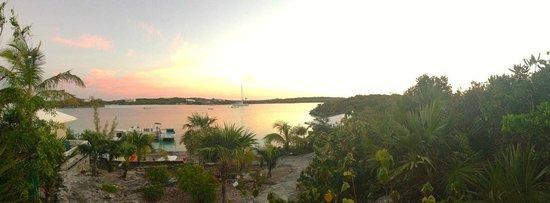 Hotel Higgins Landing:                   Sonnenaufgang über der Bucht