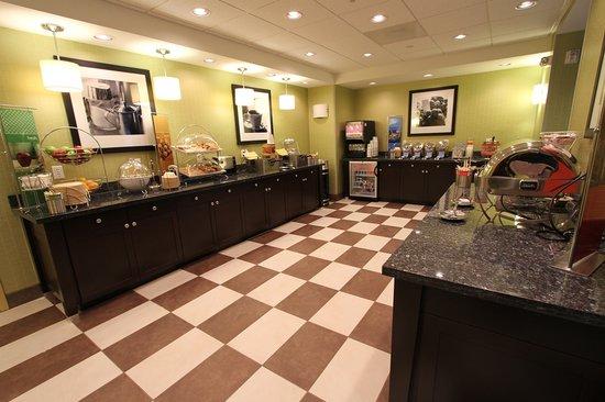Hampton Inn Iowa City/University Area : Breakfast Serving Area