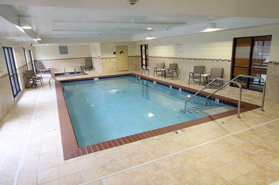 Hampton Inn Iowa City/University Area : Indoor Pool