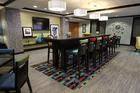 Hampton Inn Iowa City/University Area : Breakfast Area