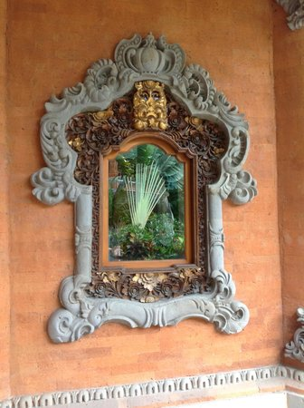 Wina Holiday Villa Hotel:                   A wall decoration