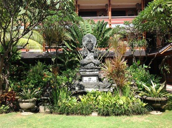 Wina Holiday Villa Hotel:                   Garden