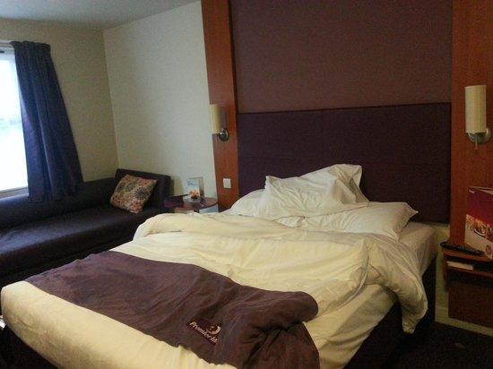 Premier Inn Llandudno (Glan-Conwy) Hotel :                   bed