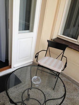 Hotel Liberty:                   petite terrasse appartenant a la chambre de luxe
