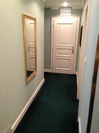 Hotel Liberty:                   couloir d'entré de la chambre de luxe