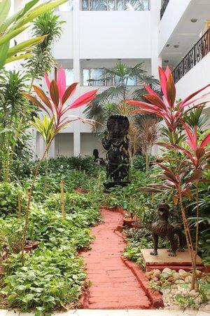 Taj Connemara, Chennai:                   Hotel area