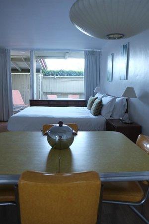 Del Marcos Hotel:                   Albert Frey Deluxe Room
