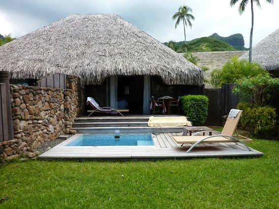 Manava Beach Resort & Spa - Moorea: Bungalow, vue jardin et piscine