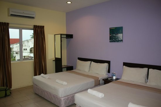 Wau Hotel & Cafe: Chambre