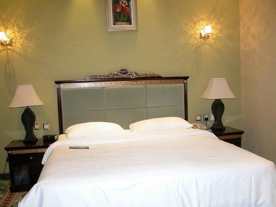 Golden Tulip Thanyah Hotel Apartments : SUITE n. 901 camera da letto