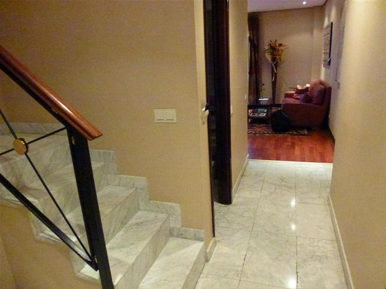 Hotel Villa Real:                   stairs from lower level to upper bedroom