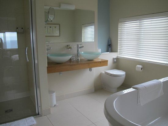 Carbis Bay, UK:                   Bathroom