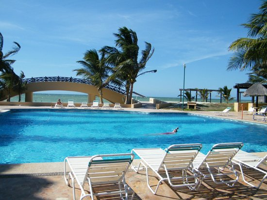 Hotel Reef Yucatan - All Inclusive & Convention Center: La piscina y sus alrededores