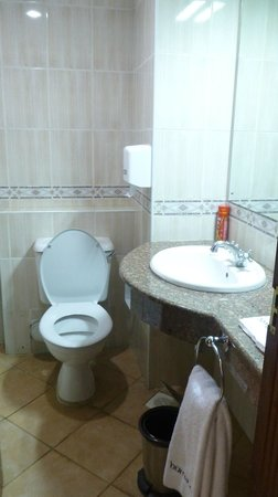 Boma Inn Nairobi:                   Bathroom