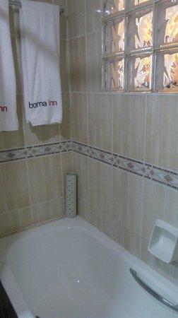 Boma Inn Nairobi:                   Shower
