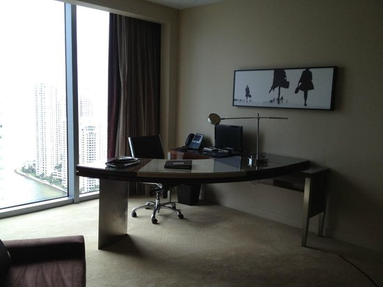 JW Marriott Marquis Miami:                   The desk area in the room