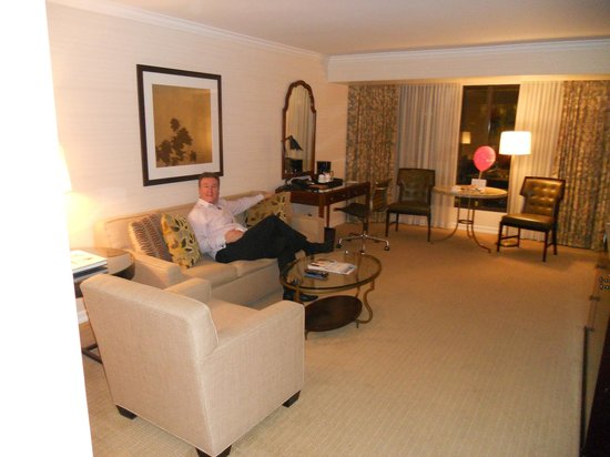 Four Seasons Hotel Vancouver:                   Living room to suite