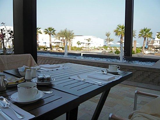 Park Hyatt Abu Dhabi Hotel & Villas:                   Frühstückstisch