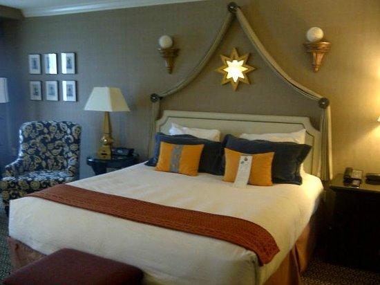 Kimpton Hotel Monaco Alexandria:                   Bed