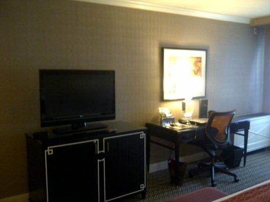 Kimpton Hotel Monaco Alexandria:                   Work Station & TV