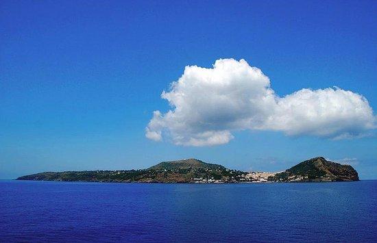 Profilo dell\'Isola di Ustica - Picture of Le Terrazze Studio ...