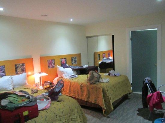 Beverly Laurel Motor Hotel:                   Pieza vista 2