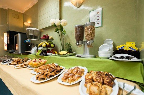 Hotel Derby Sevilla: Desayuno buffet