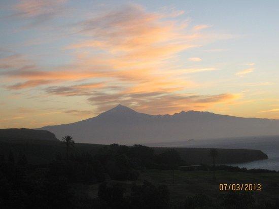 Hotel Jardin Tecina : zonsopkomst vanaf balkon richting Tenerif ( Teide )