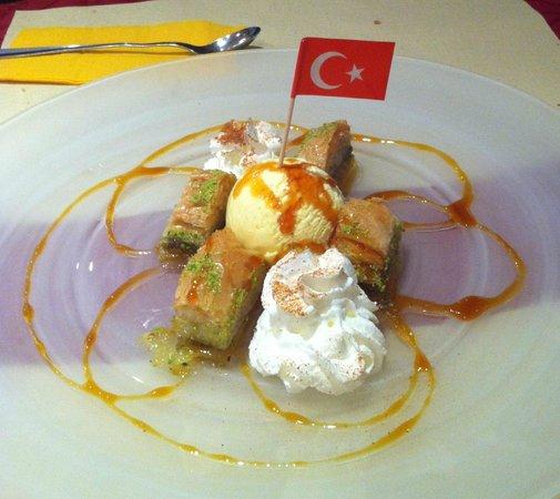 Restaurant Anatolia :                   Baklava dessert
