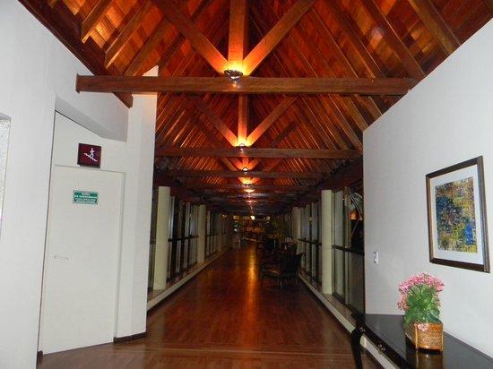 Wish Serrano Resort & Convention: corredores