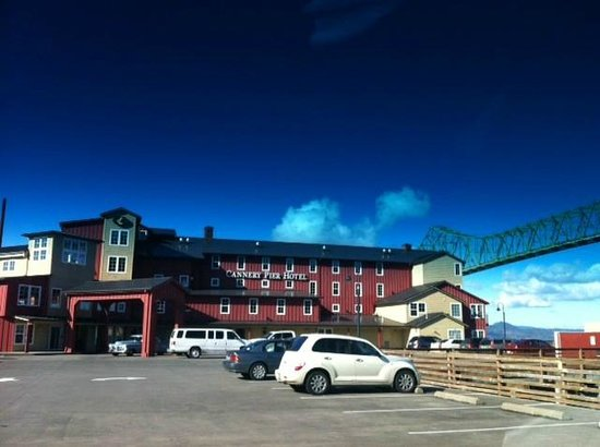 Cannery Pier Hotel:                   Pulling up to the hotel