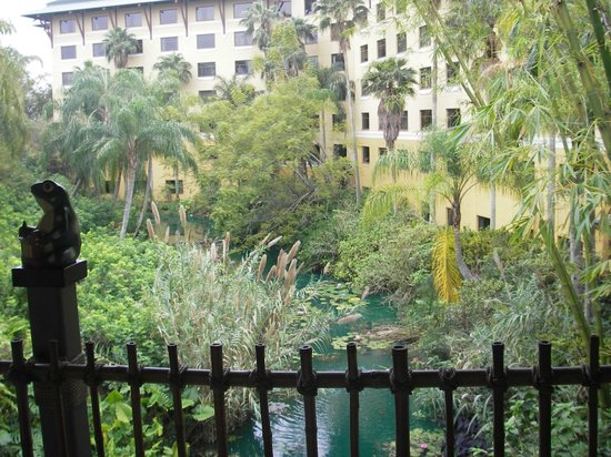 Loews Royal Pacific Resort at Universal Orlando :                                     The view of the Hotel as you enter